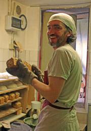 Pierrot Knieriemen - fleißig in der Backstube, auf dem Markt und ein Käsespezialist.